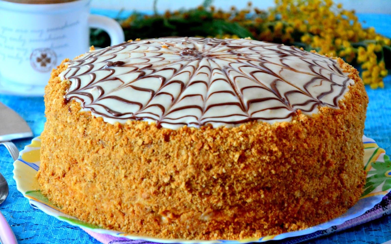 Видео о том, как приготовить медовый торт «Рыжик» со сметанным кремом фото