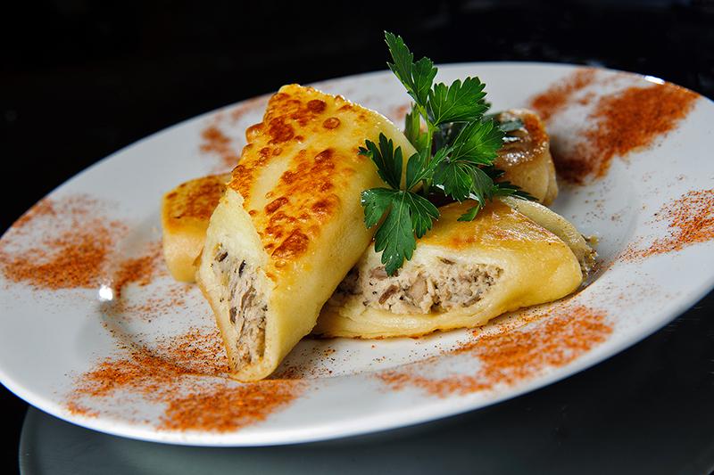 Вкуснейшие блинчики с куриным филе и сыром фото
