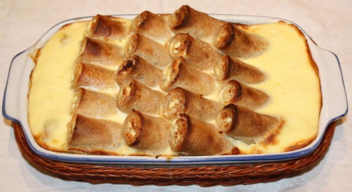 Десерт с творожной начинкой, запеченный в духовке блины фото