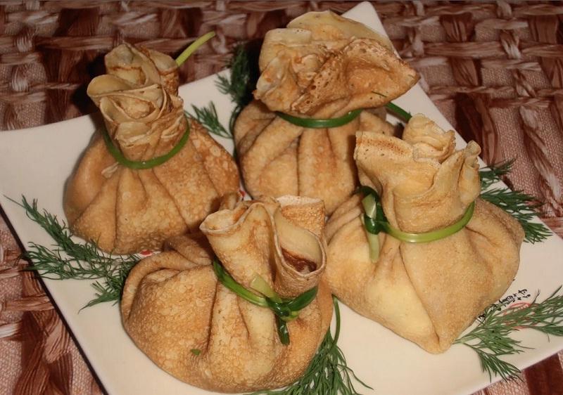 Закусочные блинчики «Мешочки» с сюрпризом (детальный рецепт приготовления, от и до) фото
