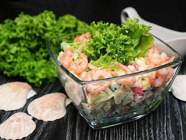 Как приготовить салат «Флагман»с креветками и корнишонами фото