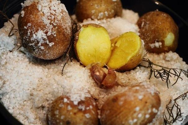 Картофель, запечённый в соли фото
