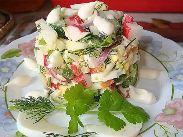 Легкий микс из пекинской капусты и морепродуктов «Морская пирамидка» фото