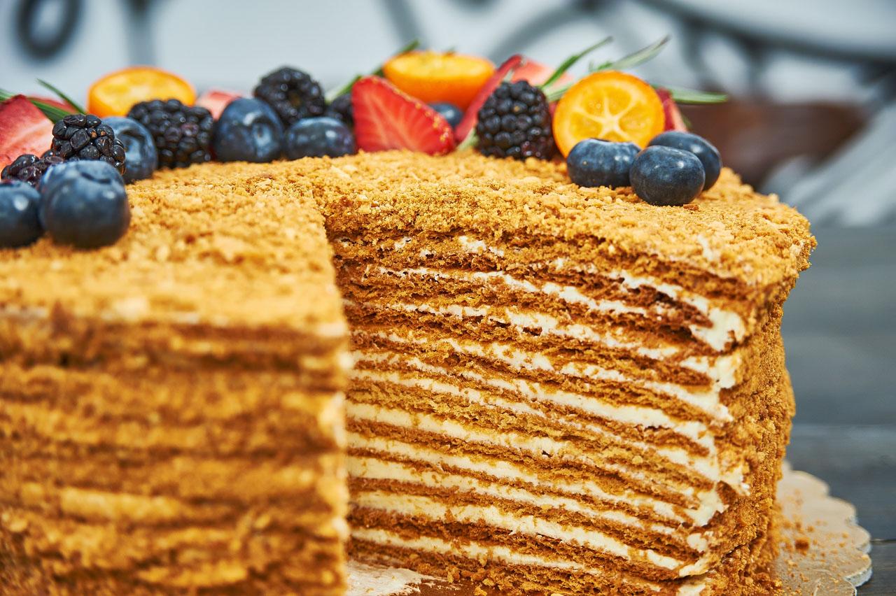Приготовление торта медовик фото