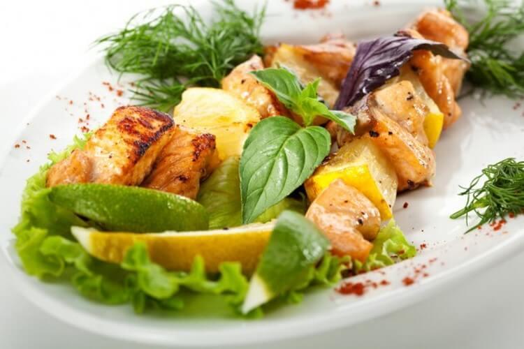 Как вкусно и быстро сделать (приготовить) шашлык из курицы с маринадом из лайма и зелени фото