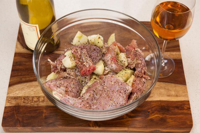 Как мариновать тушку (мясо) зайца в вине, уксусе, сыворотке, пряностях и масле с чесноком фото