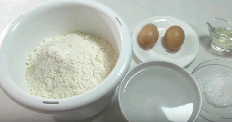 Как приготовить заварное тесто для пельменей с яйцами на кипятке фото