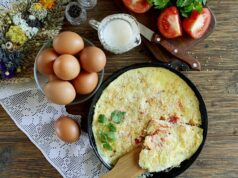 Как приготовить омлет на завтрак — 23 простых и вкусных рецепта фото