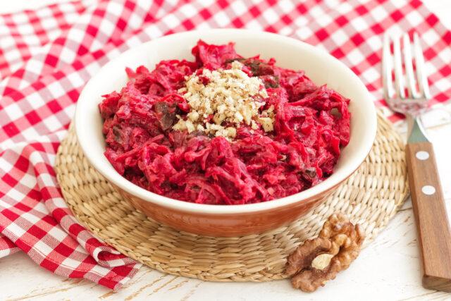 Как приготовить салат из свеклы — 10 простых и вкусных блюд из свёклы фото