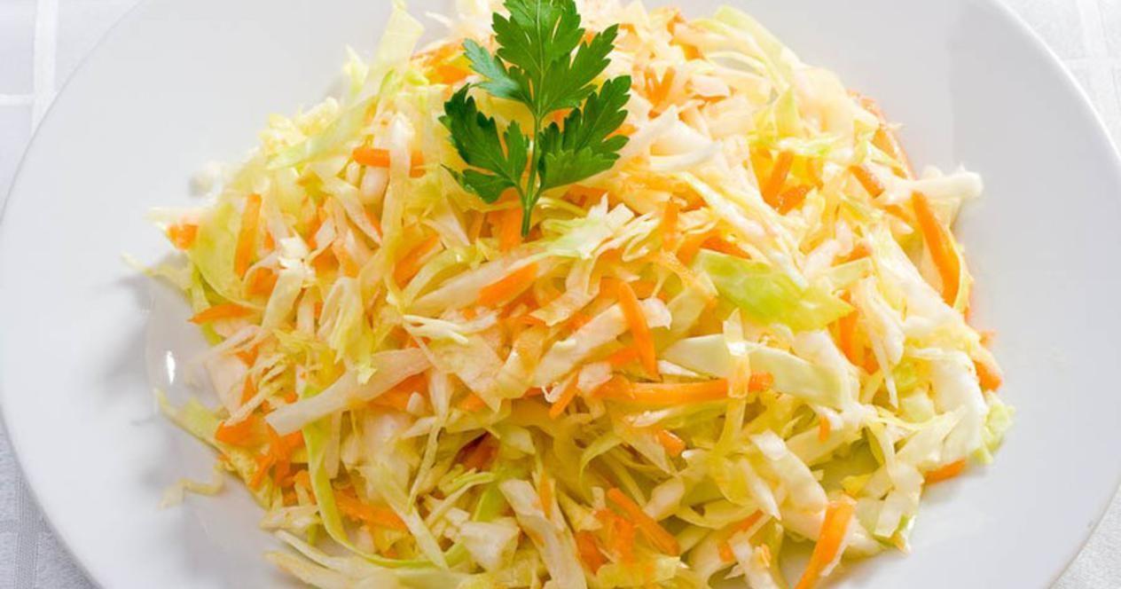 Капуста как в столовой с морковью и уксусом фото