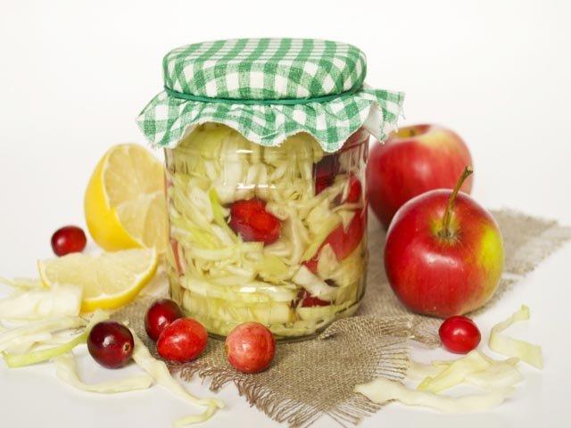 Маринованная капуста с овощами и яблоками — очень вкусный рецепт фото
