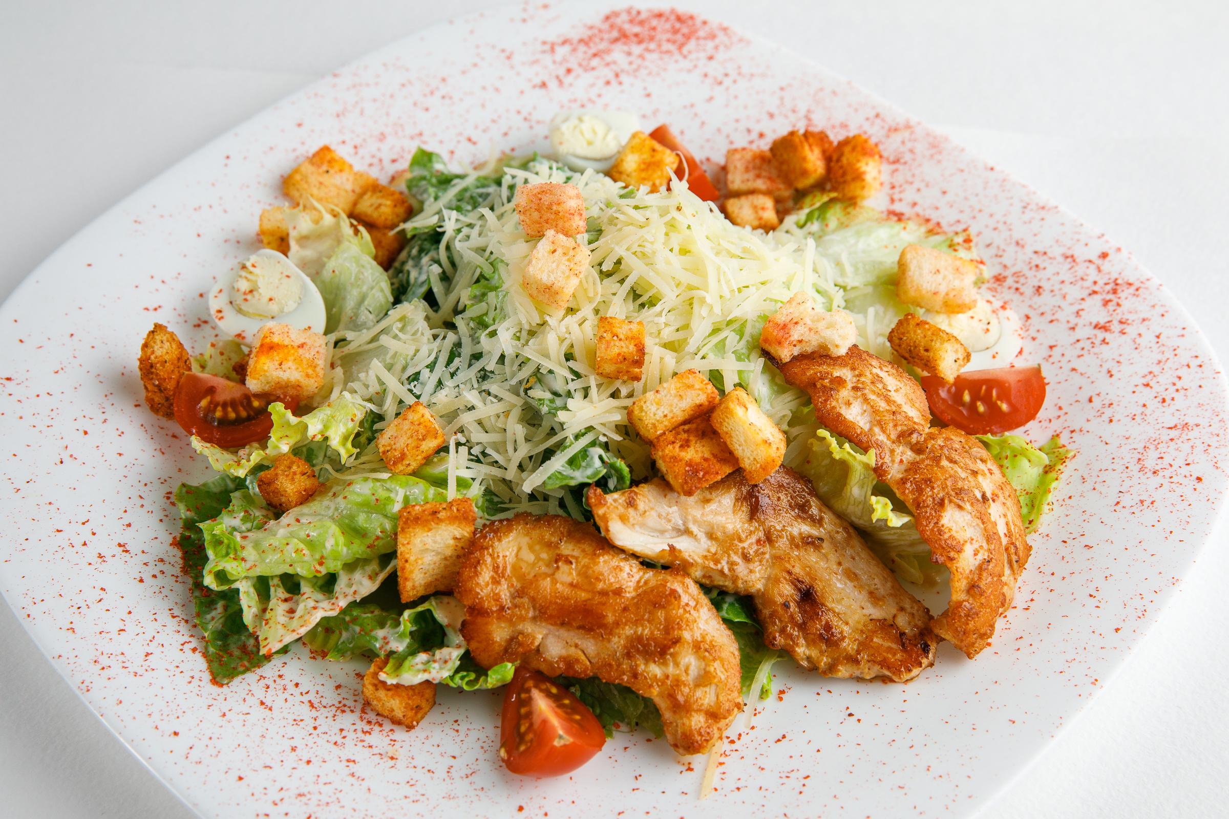 Очень вкусный Цезарь из курицы — классический рецепт фото