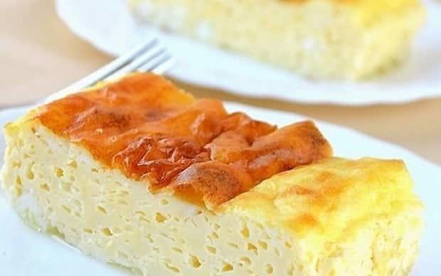 Рецепт пышного омлета с молоком и яйцами на сковороде фото