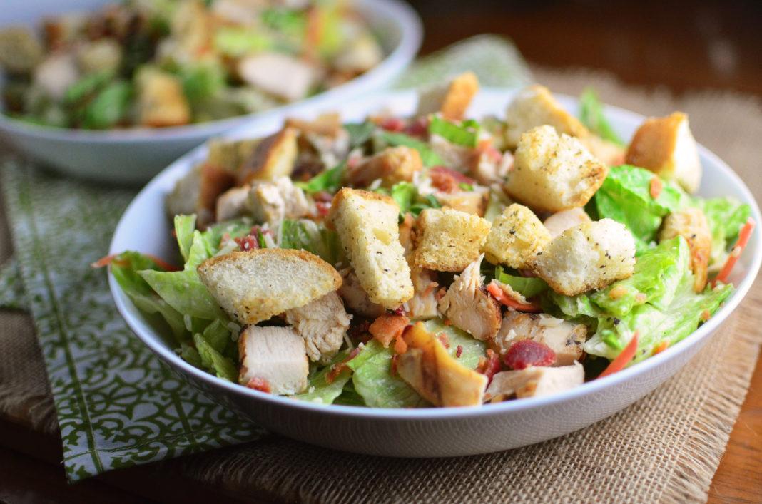 Рецепт салата с курицей и сухариками — как приготовить в домашних условиях фото