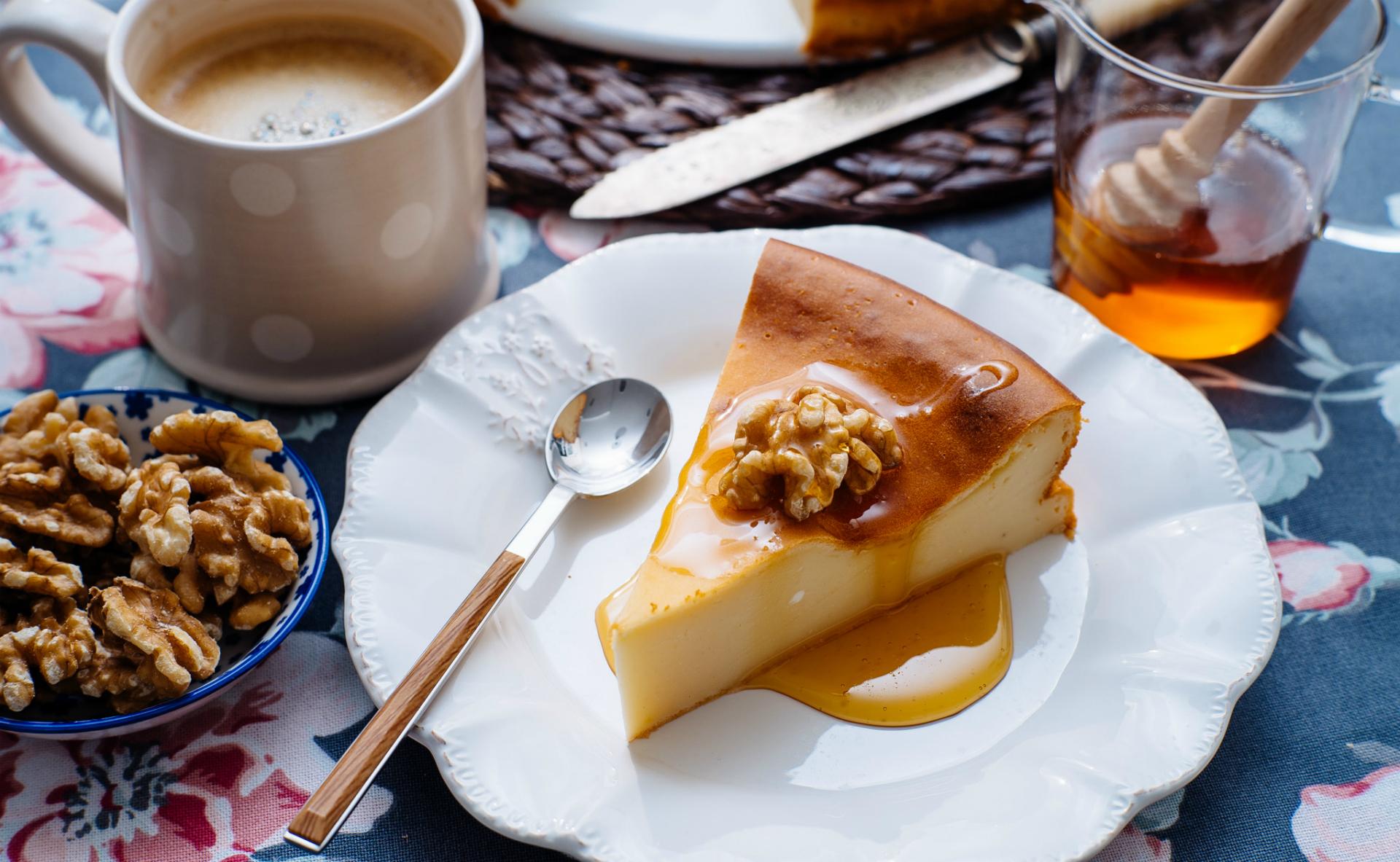 Как приготовить сладкий омлет с медом и орехами фото