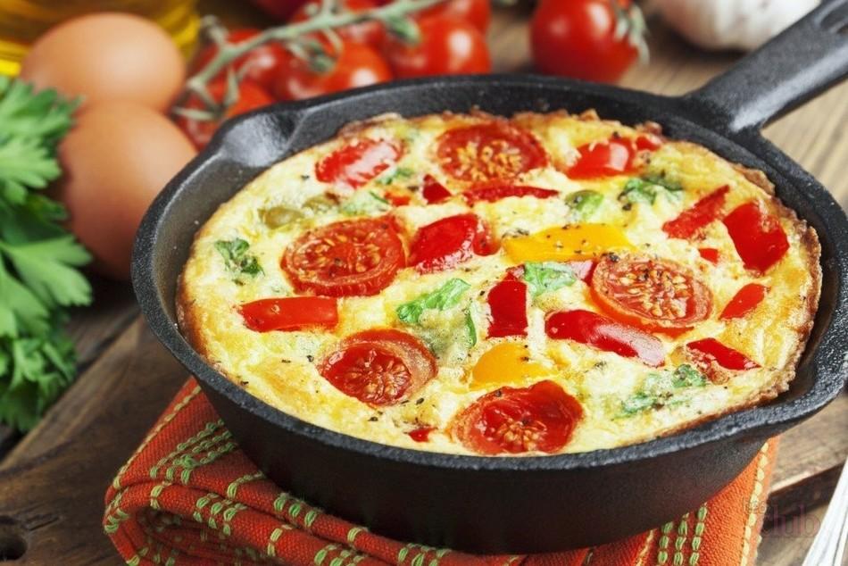 Как приготовить омлет с болгарским перцем и помидорами
