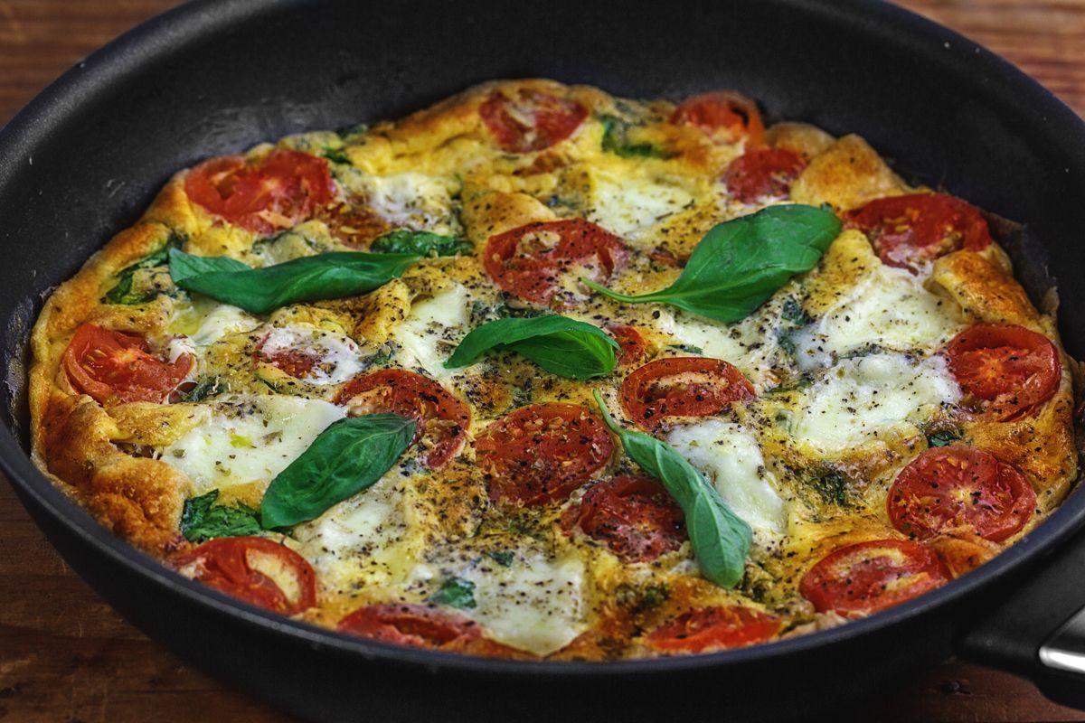 Фриттата — традиционный итальянский омлет фото