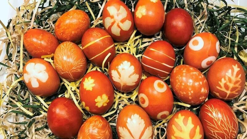 Как покрасить яйца в луковой шелухе на Пасху 2020 — лучшие способы в домашних условиях