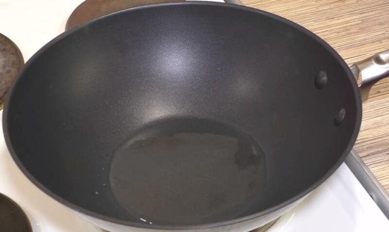 Гуляш из свинины с подливкой на сковороде — как приготовить вкусный гуляш из свинины фото