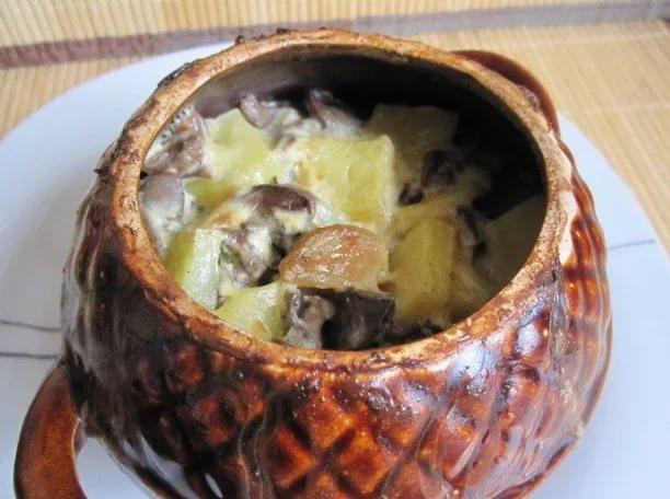 Куриные сердечки с картошкой в горшочках фото