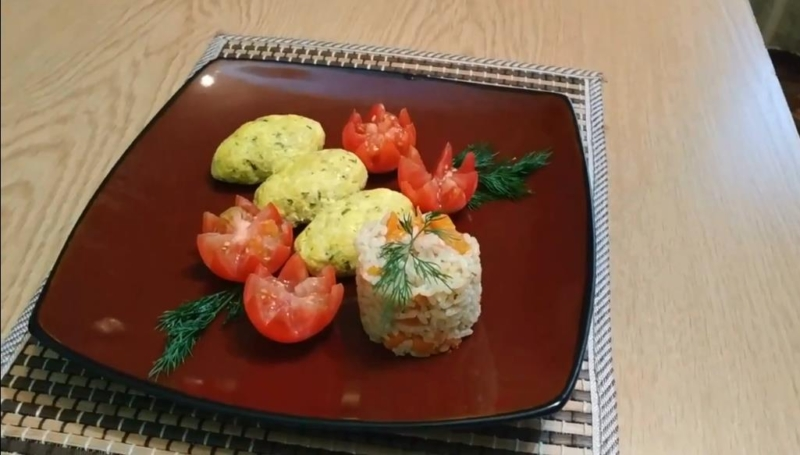Котлеты из куриного фарша с творогом и зеленью в духовке