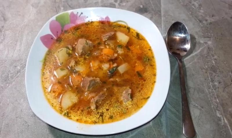 Суп харчо с перловкой и солеными огурцами из свинины