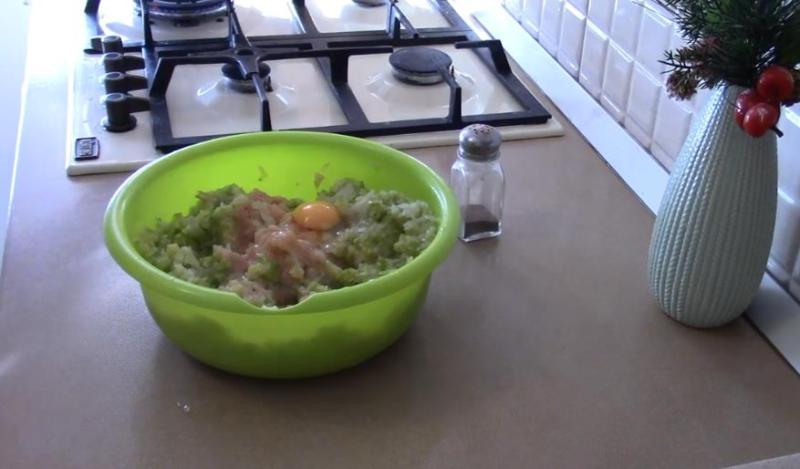 Котлеты из куриного фарша — 15 рецептов сочных и вкусных котлет на сковороде и в духовке