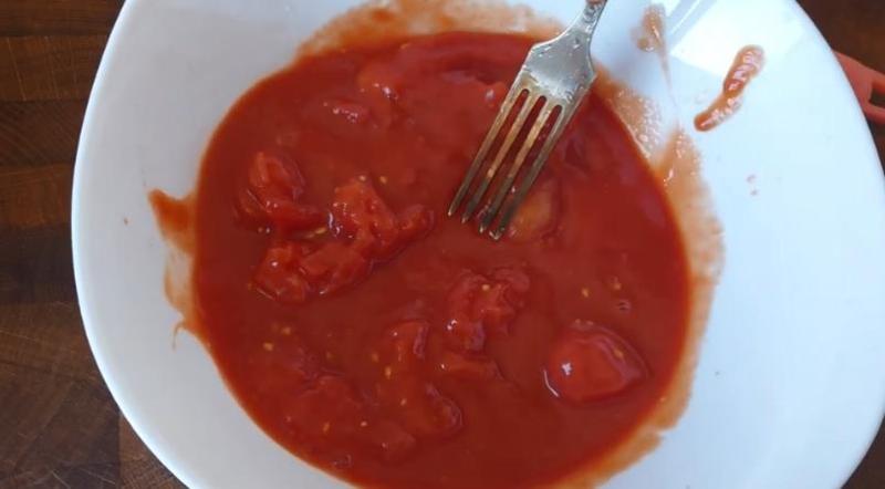 разминаем помидоры
