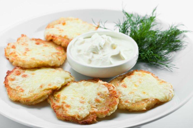 Картофельные драники с сыром фото