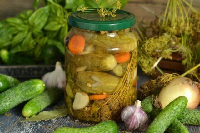 Маринованные огурцы запасаемся витаминами на зиму фото