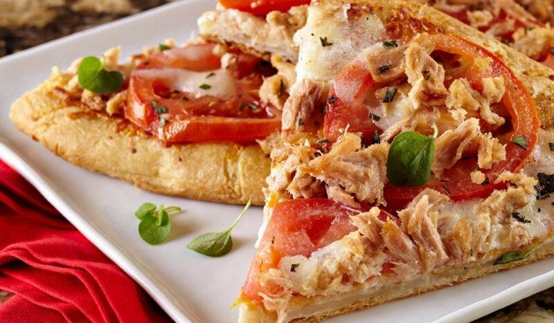 Пицца с тунцом консервированным в духовке фото