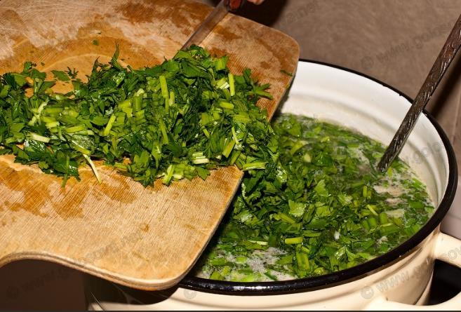 Постный зеленый борщ с щавелем фото