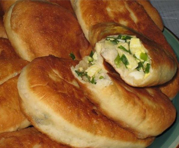 Вкусные пирожки с луком и яйцом на кефире фото