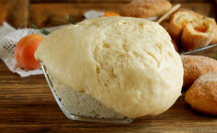 Дрожжевое тесто на кефире для пирожков фото