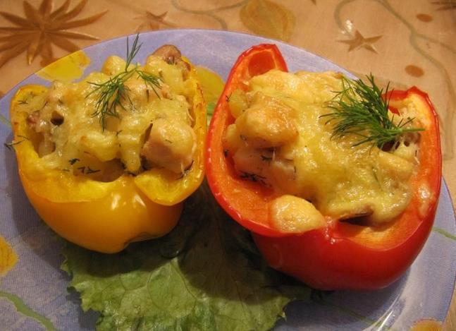 Перец фаршированный курицей в духовке фото