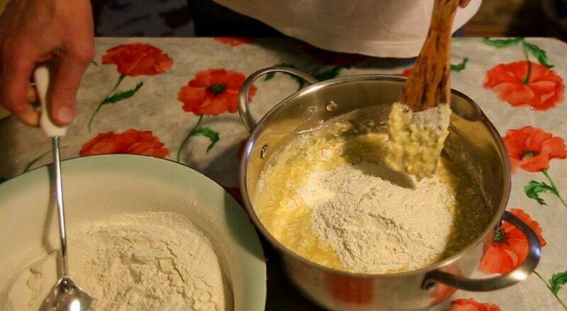 Тесто для пирожков в духовке на кефире фото
