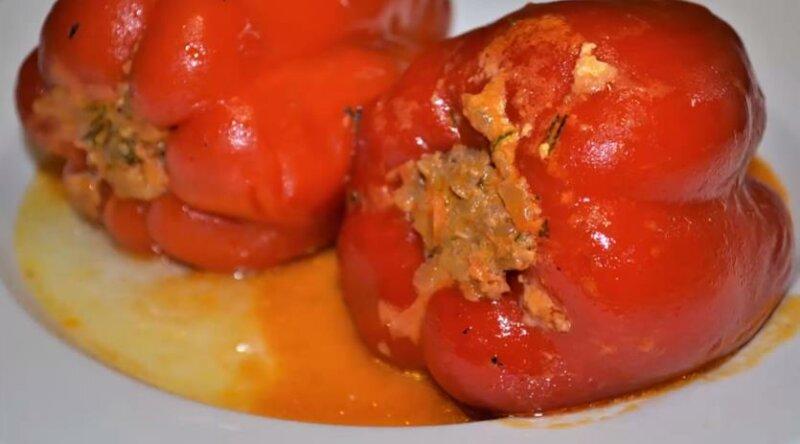 Как приготовить фаршированный перец с мясом и рисом в томатном соусе фото