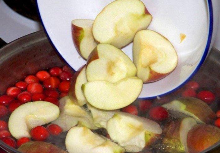 Как сварить компот из яблок и вишни в кастрюле фото