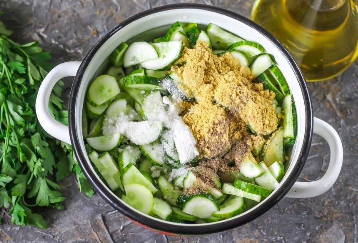 Острый салат из огурцов с горчицей на зиму фото