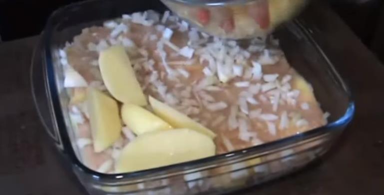 Четвертым слоем картошку