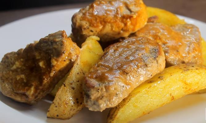 Запеченная картошка по-деревенски с мясом в духовке