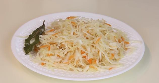 Классический рецепт хрустящей и сочной квашеной капусты (очень простой способ)