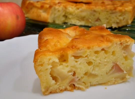 Очень вкусная и пышная шарлотка в духовке с яблоками