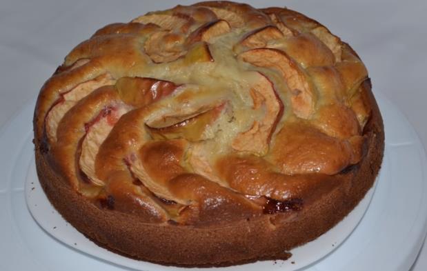 Пошаговый рецепт приготовления шарлотки с яблоками в духовке