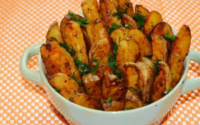Пошаговый фото-рецепт картошки по-деревенски в духовке с румяной корочкой