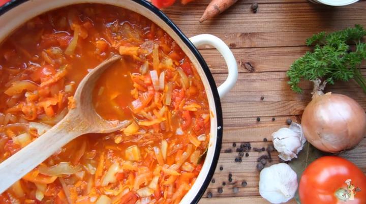 Простой рецепт приготовления лечо из перца и помидоров с морковью