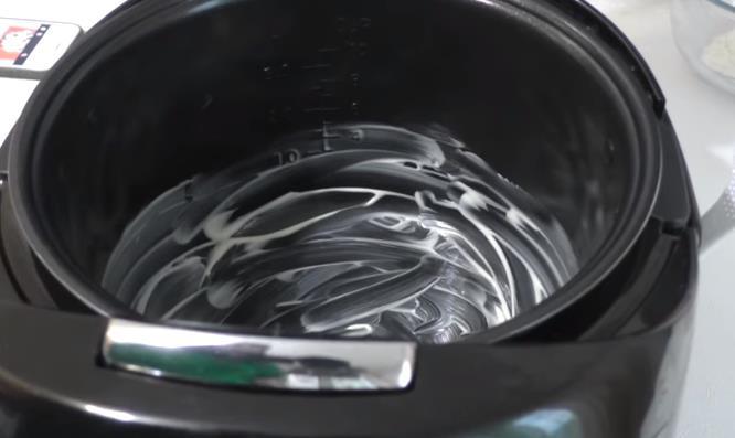 Смазать чашу мультиварки