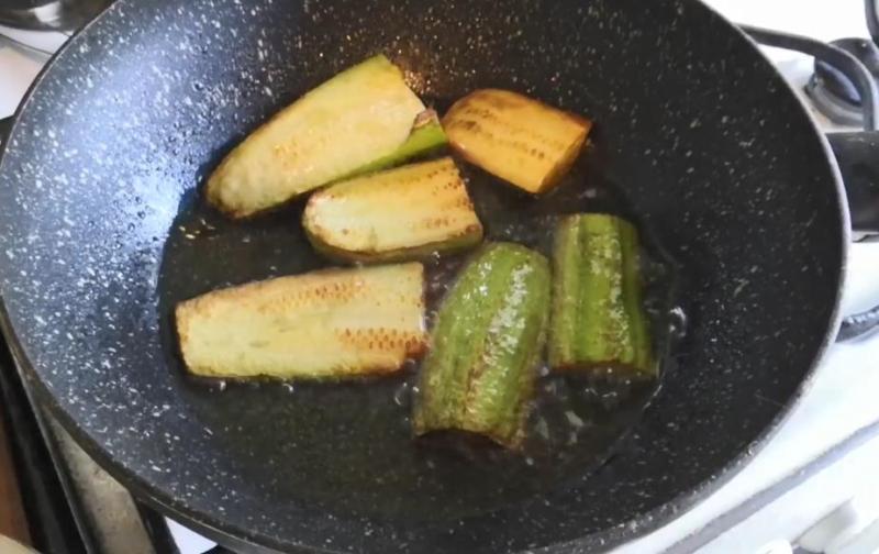 обжариваем кабачки