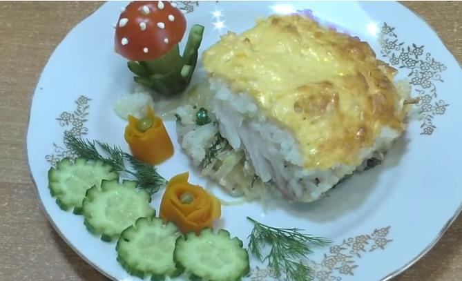 Вкусная запеченная треска в духовке с рисом и овощами