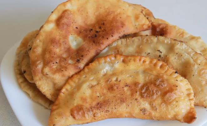 Вкусные и хрустящие чебуреки с мясом и самое простое заварное пузырчатое тесто